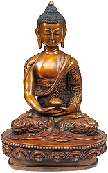 Lord Buddha with Finely Carved Shawl