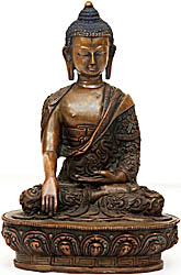 The Buddha with Finely Carved Robe