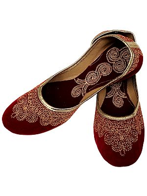 Plain Jootis with Metallic Thread Embroidery